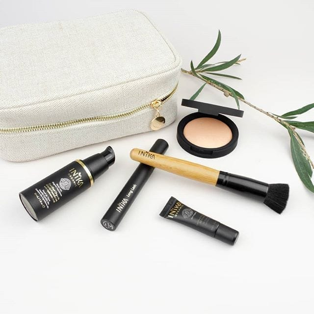 Inika Gift Set, foundation, brush, highlighter and more